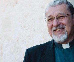 https://www.tp24.it/immagini_articoli/03-09-2020/1599140969-0-trapani-donati-ad-don-alessandro-damiano-i-paramenti-sacri-per-la-sua-ordinazione-episcopale.jpg