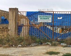 https://www.tp24.it/immagini_articoli/05-03-2021/1614967321-0-campo-migranti-di-castelvetrano-il-comune-obbliga-il-titolare-a-pulire-e-recintare.jpg