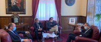 https://www.tp24.it/immagini_articoli/07-07-2020/1594074810-0-musumeci-ha-incontrato-i-fondatori-di-io-compro-siciliano.jpg