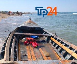 https://www.tp24.it/immagini_articoli/08-09-2020/1599557780-0-marsala-sbarco-fantasma-nella-notte-c-e-una-barca-in-nbsp-legno-tra-lo-sbocco-e-il-signorino.jpg