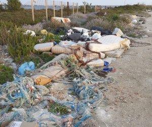 https://www.tp24.it/immagini_articoli/12-05-2021/1620812332-0-marsala-rifiuti-di-ogni-tipo-nbsp-alle-spalle-del-porto-c-e-anche-la-rana-pescatrice.jpg