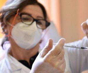 https://www.tp24.it/immagini_articoli/13-04-2021/1618296885-0-il-covid-i-vaccini-e-la-formula-della-furbizia.jpg