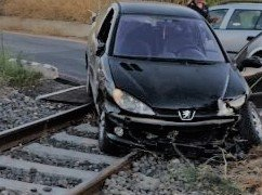 https://www.tp24.it/immagini_articoli/22-08-2020/1598079098-0-marsala-incidente-al-passaggio-a-livello-auto-sui-binari-nbsp.jpg