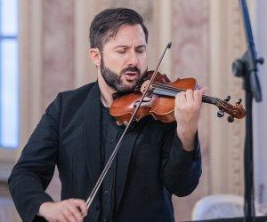 https://www.tp24.it/immagini_articoli/25-11-2020/1606304460-0-un-brano-del-violinista-davide-alogna-colonna-sonora-del-film-il-talento-del-calabrone.jpg