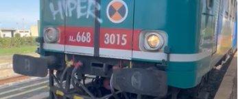 https://www.tp24.it/immagini_articoli/26-10-2021/1635240074-0-incredibile-a-birgi-i-treni-trapani-marsala-si-bloccano-a-vicenda-nell-unico-binario.png