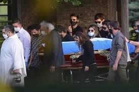 https://www.tp24.it/immagini_articoli/27-11-2020/1606478485-0-nbsp-l-autopsia-e-la-sepoltura-di-maradona-la-guerra-per-l-eredita-nbsp.jpg