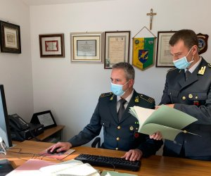 https://www.tp24.it/immagini_articoli/28-07-2021/1627456705-0-sicilia-beccati-dalla-finanza-7-furbetti-del-reddito-di-cittadinanza.png